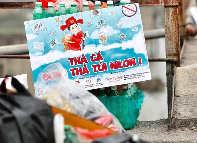 Sông hồ oằn mình gánh rác mỗi dịp tiễn ông Công ông Táo, có nên giữ tục thả cá phóng sinh hay không? - Ảnh 8.