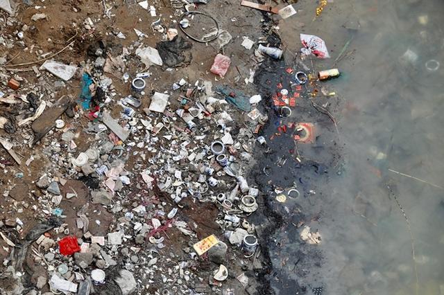 Sông hồ oằn mình gánh rác mỗi dịp tiễn ông Công ông Táo, có nên giữ tục thả cá phóng sinh hay không? - Ảnh 9.