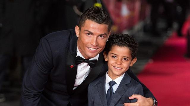 Siêu sao Ronaldo dù bận rộn vẫn đích thân làm điều này cho con trai, nhưng câu chuyện đằng sau mới khiến nhiều người thích thú - Ảnh 3.