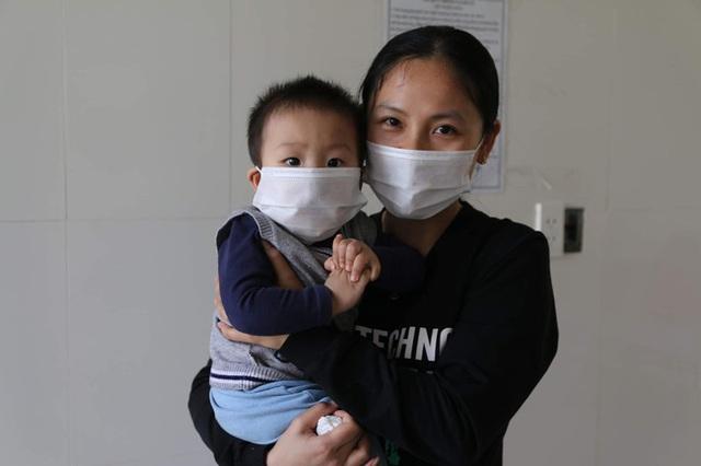 Hành trình ăn Tết ở cữ của người mẹ bé gái 21 ngày tuổi dương tính SARS-CoV-2 và nụ cười của những đứa trẻ trong bệnh viện dã chiến ở Hải Dương - Ảnh 2.