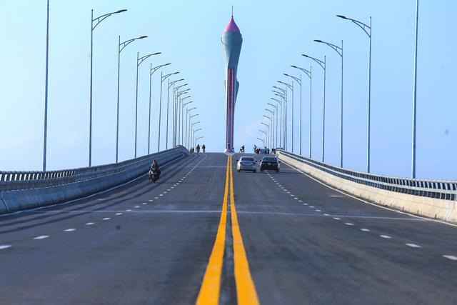 Cận cảnh cây cầu gần 1000 tỷ đồng đẹp nhất Nghệ An - Hà Tĩnh cho phép một số loại xe lưu thông dịp Tết - Ảnh 2.