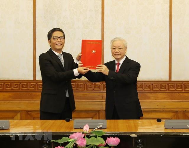 Ông Võ Văn Thưởng giữ chức Thường trực Ban Bí thư, ông Trần Tuấn Anh làm Trưởng Ban Kinh tế - Ảnh 2.