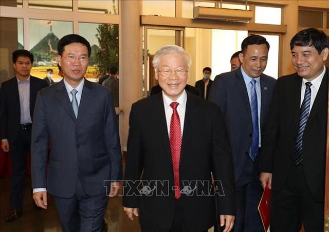 Chùm ảnh: Tổng Bí thư, Chủ tịch nước trao Quyết định phân công Ủy viên Bộ Chính trị  - Ảnh 1.