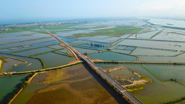 Cận cảnh cây cầu gần 1000 tỷ đồng đẹp nhất Nghệ An - Hà Tĩnh cho phép một số loại xe lưu thông dịp Tết - Ảnh 11.