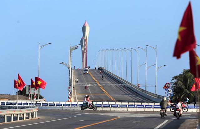 Cận cảnh cây cầu gần 1000 tỷ đồng đẹp nhất Nghệ An - Hà Tĩnh cho phép một số loại xe lưu thông dịp Tết - Ảnh 12.