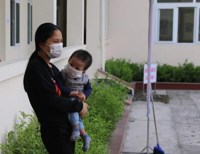 Hành trình ăn Tết ở cữ của người mẹ bé gái 21 ngày tuổi dương tính SARS-CoV-2 và nụ cười của những đứa trẻ trong bệnh viện dã chiến ở Hải Dương - Ảnh 3.