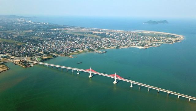Cận cảnh cây cầu gần 1000 tỷ đồng đẹp nhất Nghệ An - Hà Tĩnh cho phép một số loại xe lưu thông dịp Tết - Ảnh 4.