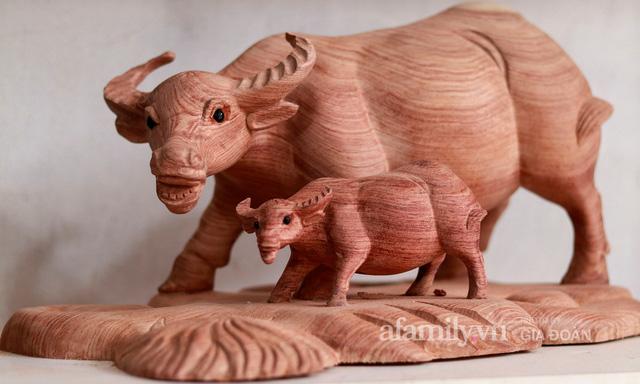 Nghề làm trâu gỗ giá bạc triệu đắt khách, nghệ nhân làng ở Hà Nội tất bật những ngày cận Tết - Ảnh 5.