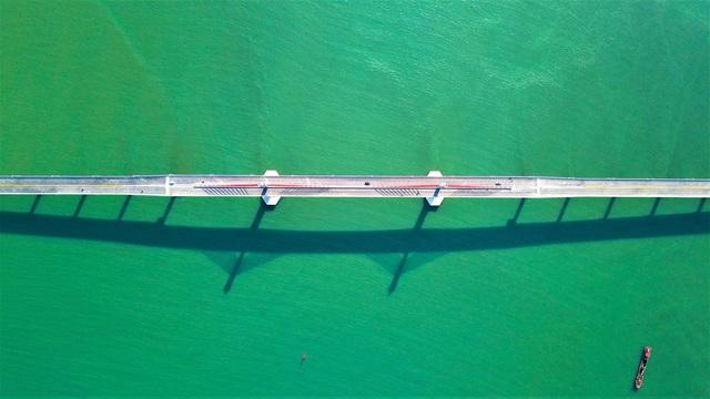 Cận cảnh cây cầu gần 1000 tỷ đồng đẹp nhất Nghệ An - Hà Tĩnh cho phép một số loại xe lưu thông dịp Tết - Ảnh 5.