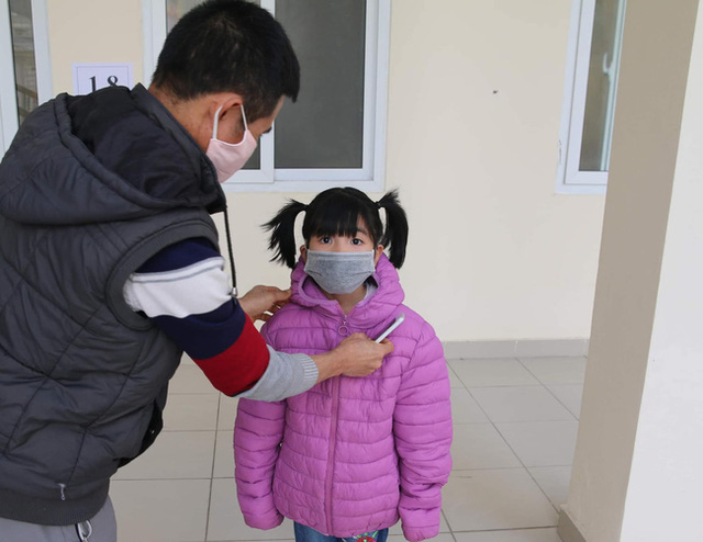 Hành trình ăn Tết ở cữ của người mẹ bé gái 21 ngày tuổi dương tính SARS-CoV-2 và nụ cười của những đứa trẻ trong bệnh viện dã chiến ở Hải Dương - Ảnh 6.