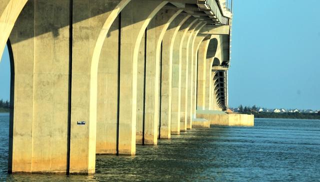 Cận cảnh cây cầu gần 1000 tỷ đồng đẹp nhất Nghệ An - Hà Tĩnh cho phép một số loại xe lưu thông dịp Tết - Ảnh 6.