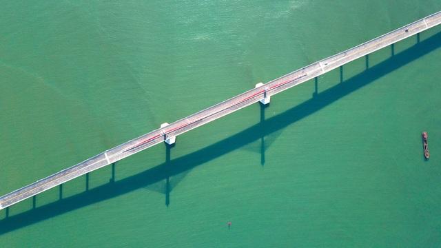 Cận cảnh cây cầu gần 1000 tỷ đồng đẹp nhất Nghệ An - Hà Tĩnh cho phép một số loại xe lưu thông dịp Tết - Ảnh 7.