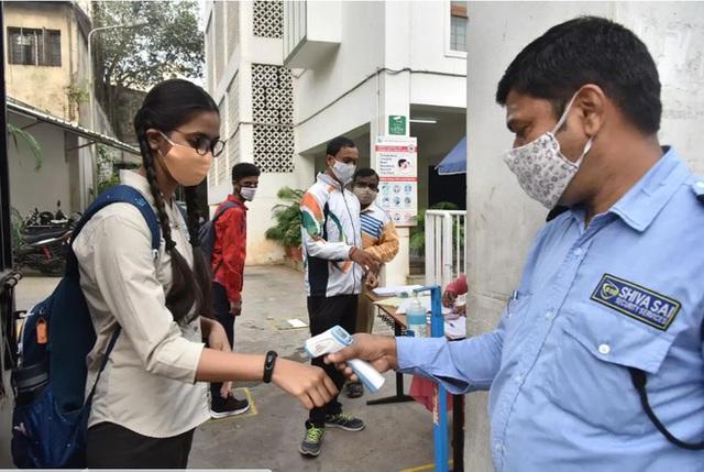 Giới chuyên gia bối rối tìm lời giải vì sao số ca COVID-19 tại Ấn Độ giảm mạnh - Ảnh 1.