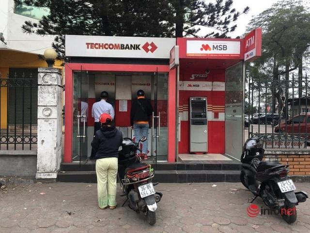 Cây ATM vắng khác thường ngày giáp Tết - Ảnh 1.
