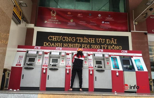 Cây ATM vắng khác thường ngày giáp Tết - Ảnh 3.