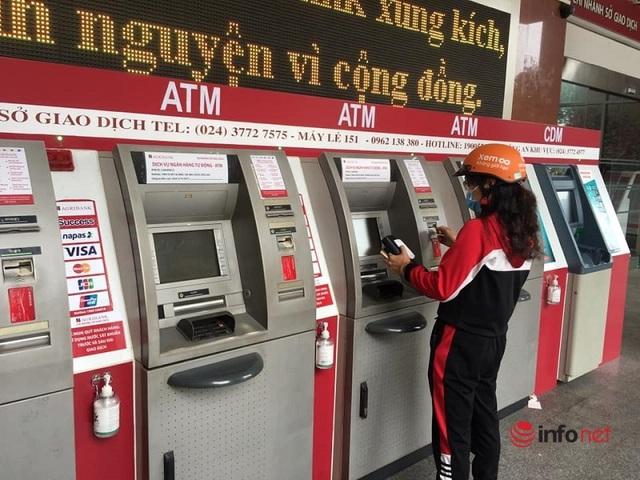 Cây ATM vắng khác thường ngày giáp Tết - Ảnh 8.