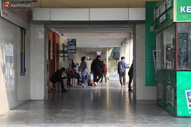 Chủ nhật cuối cùng của năm Canh Tý 2020: Đường phố Hà Nội thông thoáng, bến xe vắng vẻ - Ảnh 7.