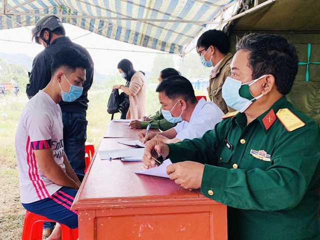 Hai F1 của ca mắc Covid-19 ở sân bay Tân Sơn Nhất có kết quả âm tính  - Ảnh 1.