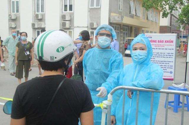 Bộ trưởng Bộ Y tế Nguyễn Thanh Long: Dịch ở TP HCM khá phức tạp, nguy cơ lây nhiễm cao - Ảnh 1.