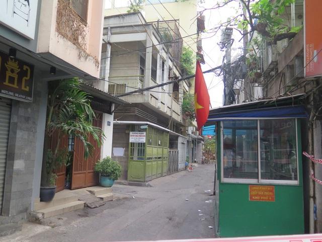 TP HCM: Cận cảnh phong tỏa khu Mả Lạng do liên quan ca Covid-19 ở Tân Sơn Nhất  - Ảnh 4.