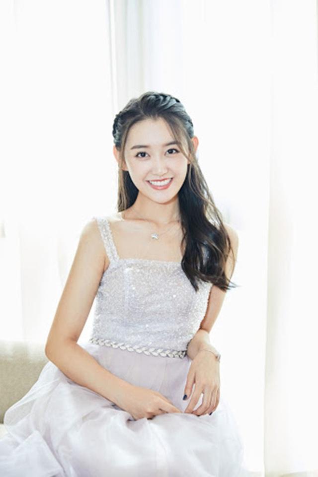 Cô nhóc nổi tiếng với gương mặt được coi tiểu thiên thần, 15 năm sau gây bão cả châu Á, thành tích học siêu khủng - Ảnh 5.
