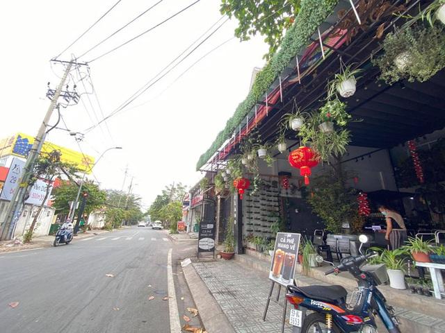 Phong toả chung cư hơn 300 hộ dân ở quận Gò Vấp, hàng quán xung quanh buộc tạm ngưng nhận khách - Ảnh 5.