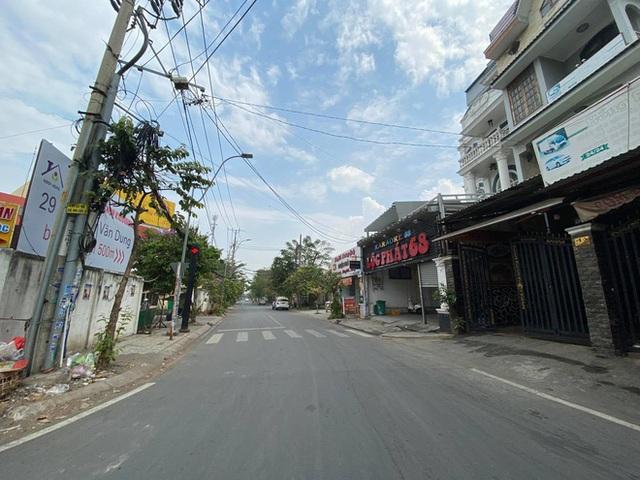 Phong toả chung cư hơn 300 hộ dân ở quận Gò Vấp, hàng quán xung quanh buộc tạm ngưng nhận khách - Ảnh 6.