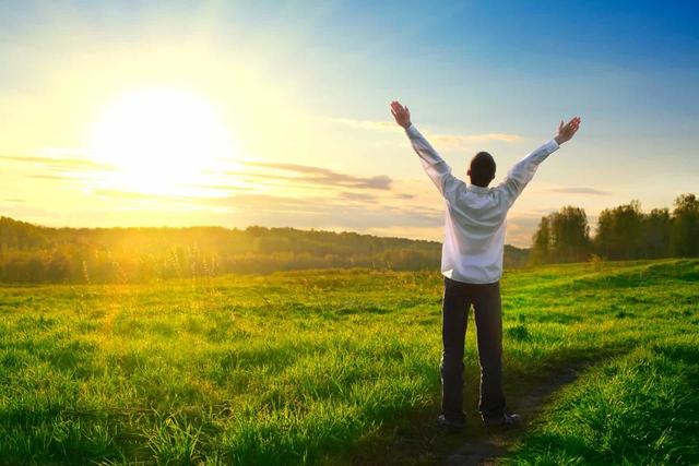 *Mệt nhoài gần nửa đời người, tôi mới biết mình hiểu sai về cuộc sống: Chạy đến vạch đích mà không thấy hạnh phúc, có lẽ bạn đã bỏ lỡ nó trên đường rồi - Ảnh 1.
