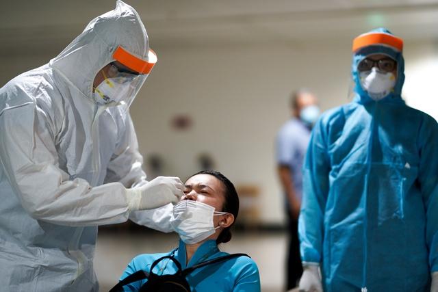 Từ các ca mắc Covid-19 tại sân bay, nhắc lại giải đáp của WHO về băn khoăn: Virus SARS-CoV-2 có lây qua hành lý ký gửi không?  - Ảnh 1.