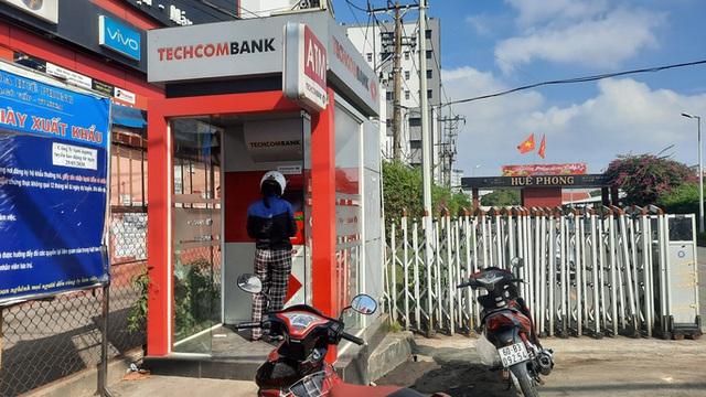 Chuyện lạ: ATM giao dịch ế ẩm những ngày cuối năm  - Ảnh 1.
