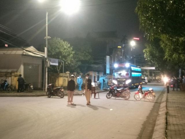 Sẽ xử phạt người không đeo khẩu trang khi đi ra đường, nơi công cộng ở TP Vinh - Ảnh 2.
