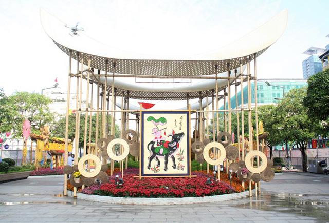 Đường hoa Nguyễn Huệ mở cửa đón khách từ sáng 10/2, yêu cầu không bỏ khẩu trang chụp hình, selfie - Ảnh 11.