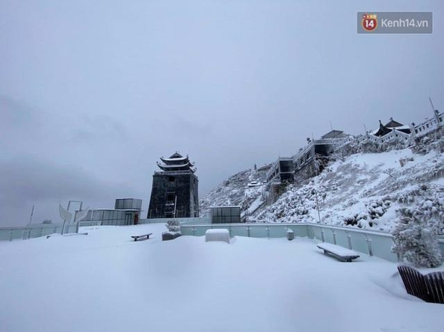 Ảnh: 28 Tết, tuyết phủ dày 60cm trên đỉnh Fansipan, đẹp như phim cổ trang - Ảnh 12.