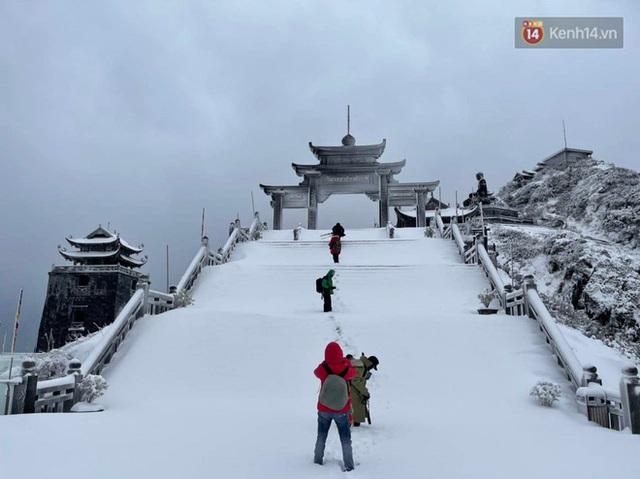 Ảnh: 28 Tết, tuyết phủ dày 60cm trên đỉnh Fansipan, đẹp như phim cổ trang - Ảnh 14.
