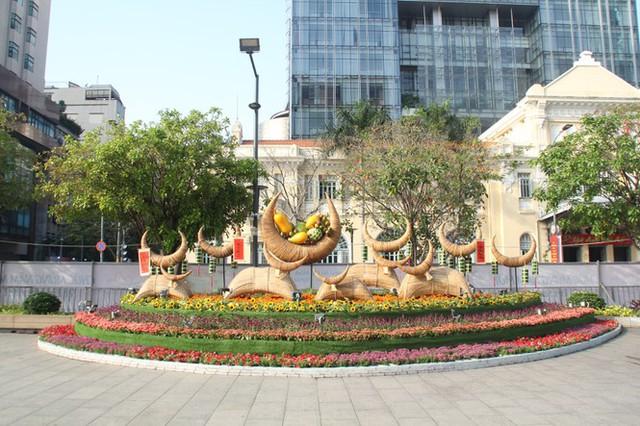 Đường hoa Nguyễn Huệ mở cửa đón khách từ sáng 10/2, yêu cầu không bỏ khẩu trang chụp hình, selfie - Ảnh 14.