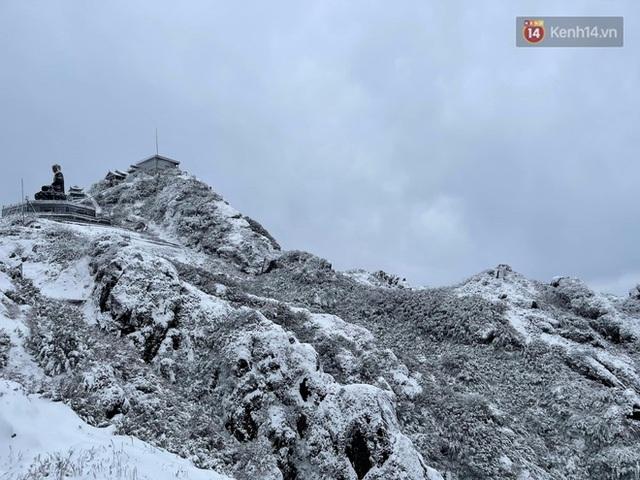 Ảnh: 28 Tết, tuyết phủ dày 60cm trên đỉnh Fansipan, đẹp như phim cổ trang - Ảnh 3.