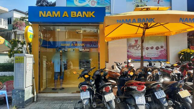 Chuyện lạ: ATM giao dịch ế ẩm những ngày cuối năm  - Ảnh 3.