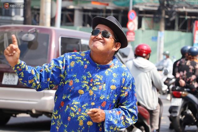 Gặp người cha khùng mặc áo dài nhảy múa trên đường phố Sài Gòn nuôi 3 đứa con ăn học: Mình có lường gạt ai đâu mà phải xấu hổ - Ảnh 3.