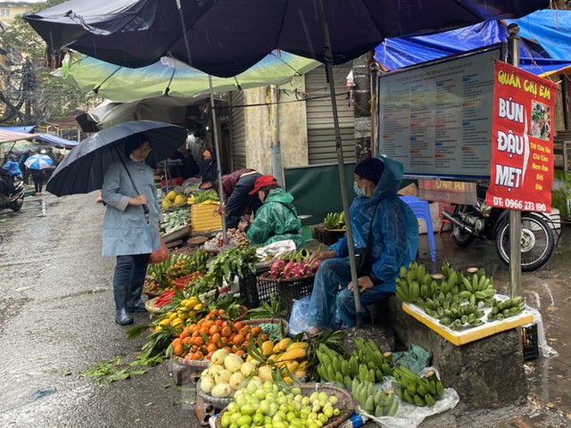 28 Tết, hoa quả tăng giá gấp 5 lần  - Ảnh 3.