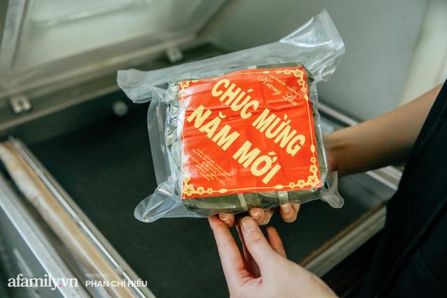 Làng bánh chưng Tranh Khúc nhộn nhịp vụ Tết: Những người thợ được lập trình cứ 30 giây xong một chiếc bánh, phải chế cho được nồi chứa 400 chiếc bánh mới chịu nổi lửa - Ảnh 23.