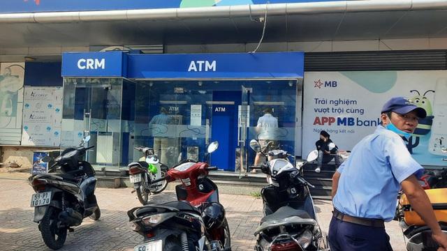 Chuyện lạ: ATM giao dịch ế ẩm những ngày cuối năm  - Ảnh 4.