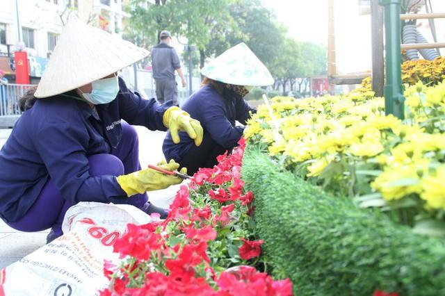 Đường hoa Nguyễn Huệ mở cửa đón khách từ sáng 10/2, yêu cầu không bỏ khẩu trang chụp hình, selfie - Ảnh 9.