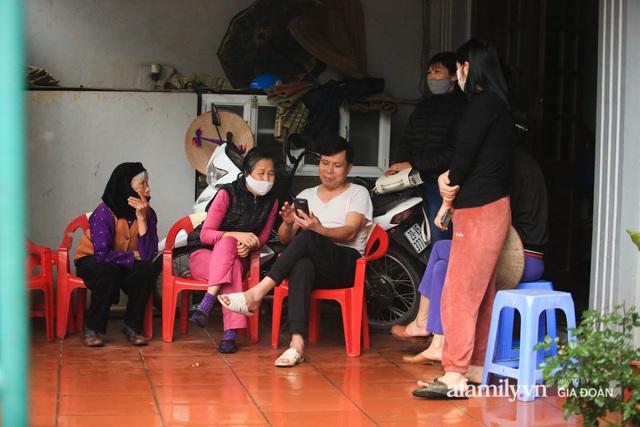 Mẹ siêu nhân đời thực cứu bé gái rơi từ tầng 12 chung cư ở Hà Nội bật khóc xem lại khoảnh khắc con trai làm nên điều kỳ diệu - Ảnh 1.