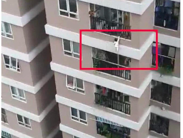 Bé 2 tuổi rơi từ tầng 12A thoát chết: Bác sĩ chỉ ra nguyên tắc an toàn khi cứu người rơi tự do - Ảnh 1.