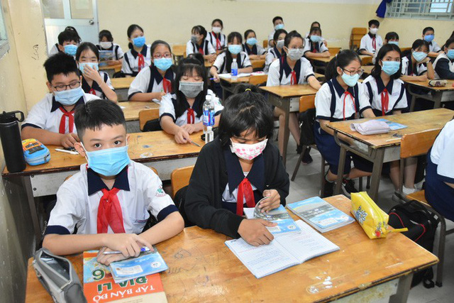 Hình ảnh học sinh TP HCM trở lại trường sau kỳ nghỉ dài  - Ảnh 12.