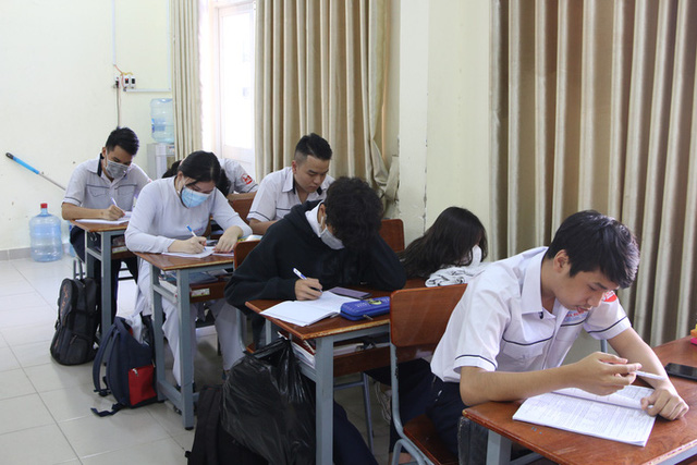 Hình ảnh học sinh TP HCM trở lại trường sau kỳ nghỉ dài  - Ảnh 3.