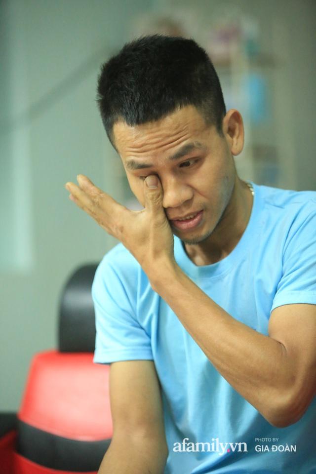 """Đêm không ngủ của siêu nhân đời thực cứu bé gái rơi từ tầng 12 chung cư ở Hà Nội: """"Tôi không xem mình là người hùng, về đến nhà tôi ôm con bật khóc"""" - Ảnh 6."""