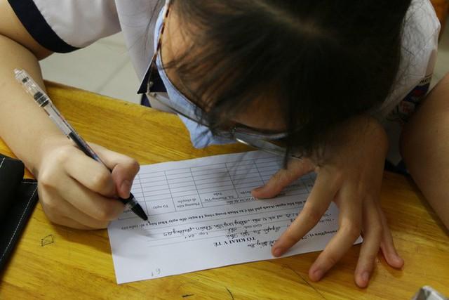 Hình ảnh học sinh TP HCM trở lại trường sau kỳ nghỉ dài  - Ảnh 6.