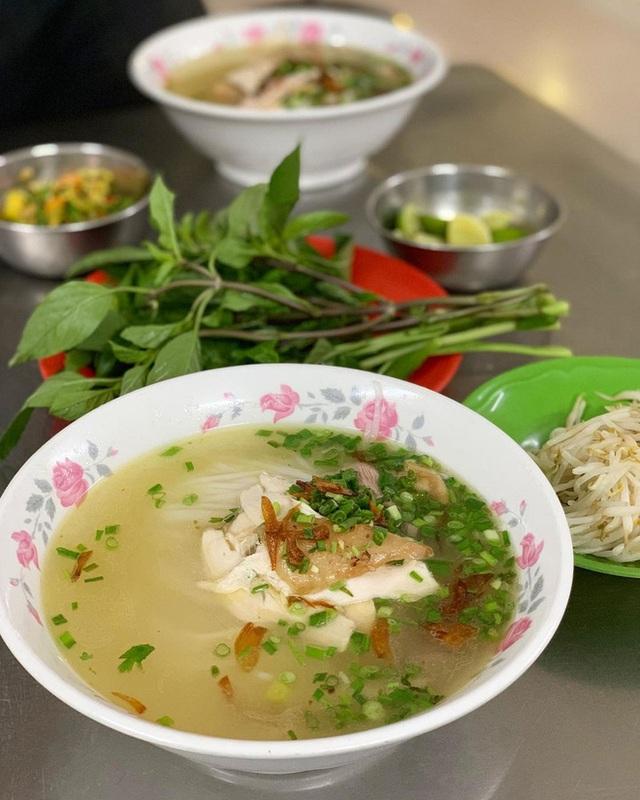 4 quán ăn núp hẻm có tuổi đời sương sương vài thập kỷ ở Sài Gòn: Ngon nức tiếng và chưa khi nào ngơi khách - Ảnh 2.