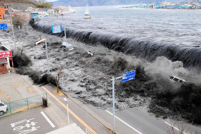 Tròn 10 năm sau thảm họa kép động đất, sóng thần rung chuyển Nhật Bản: Đau thương trở thành sức mạnh, vùng đất chết hồi sinh mãnh liệt khiến thế giới thán phục - Ảnh 1.